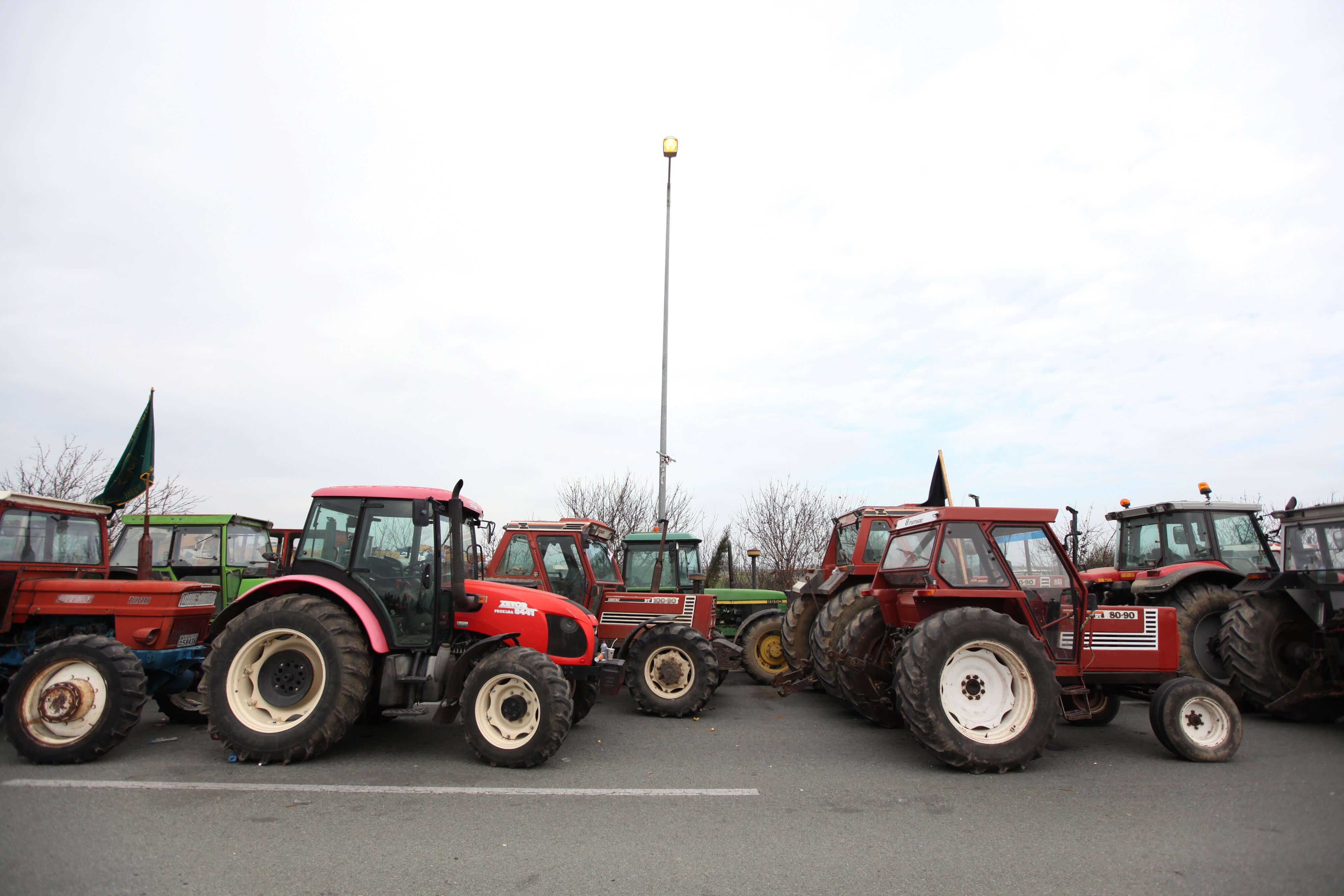 Λάρισα: Αποχώρησαν οι αγρότες από το μπλόκο της Νίκαιας