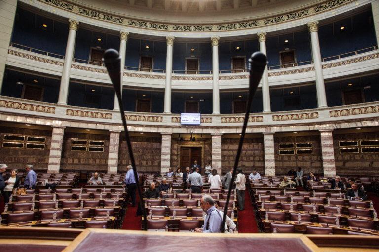 Βουλή: Που τα βρίσκουν και που διαφωνούν ΝΔ – ΣΥΡΙΖΑ στην Αναθεώρηση του Συντάγματος