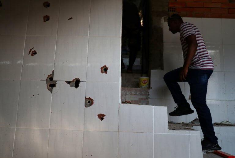 Βραζιλία: Οι σφαίρες έπεφταν σαν το χαλάζι στις φαβέλες του Ρίο – Σκληρές εικόνες