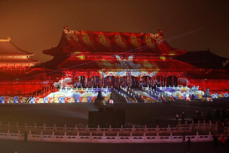 Η Απαγορευμένη Πόλη του Πεκίνου γιορτάζει και φωταγωγείται! [pics, video]