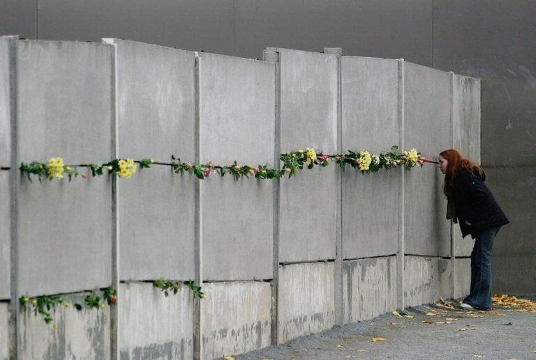 Βανδαλίζουν μνημεία θυμάτων των Ναζί στο Βερολίνο – Στο στόχαστρο τρανς και γκέι!
