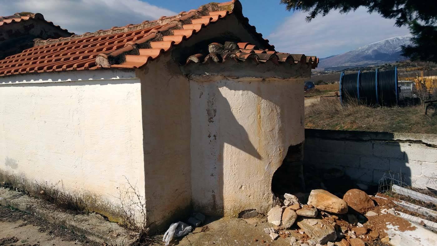 EKKLISIA DOLIXI - Διέλυσαν την εκκλησία για να βρουν λίρες στη Δολίχη Ελασσόνας