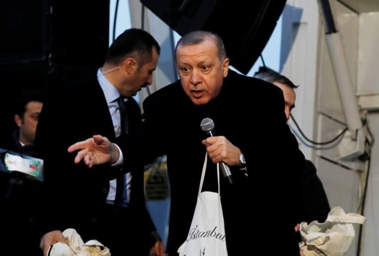 Ερντογάν: Γεμίζει τα κελιά με φερόμενους οπαδούς του κινήματος Γκιουλέν