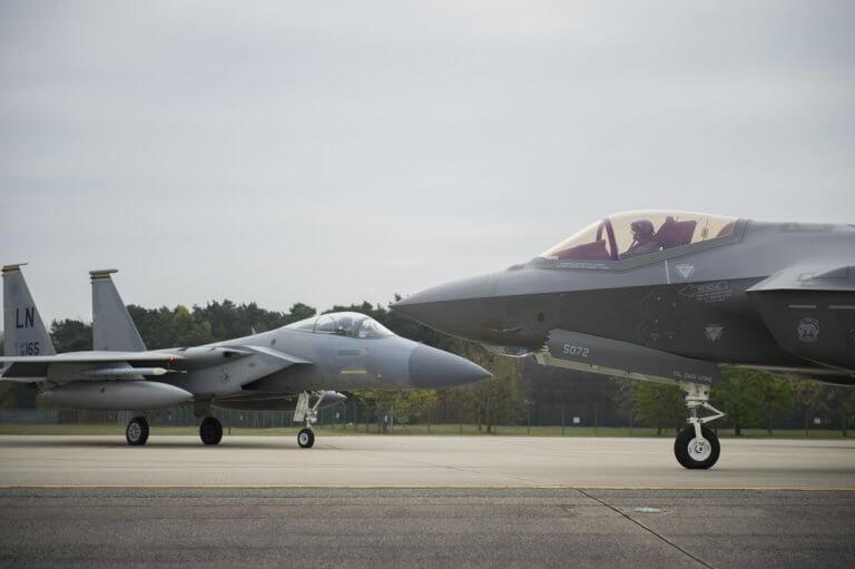 Αυτό είναι το φονικό δίδυμο της Αμερικανικής Πολεμικής Αεροπορίας που τρέμουν Ρώσοι και Κινέζοι