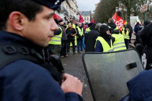 Γαλλία: Υποδέχθηκε τους αστυνομικούς με το εμβατήριο του Star Wars κι έγινε viral