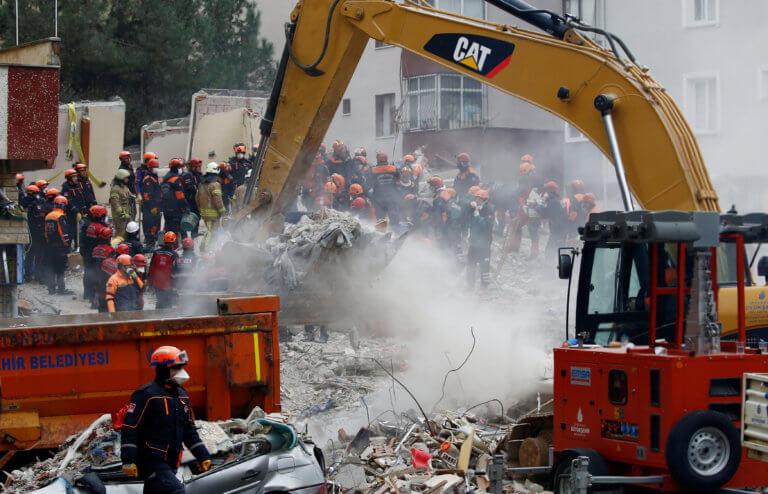 Στους δέκα οι νεκροί από την κατάρρευση πολυκατοικίας στην Κωνσταντινούπολη