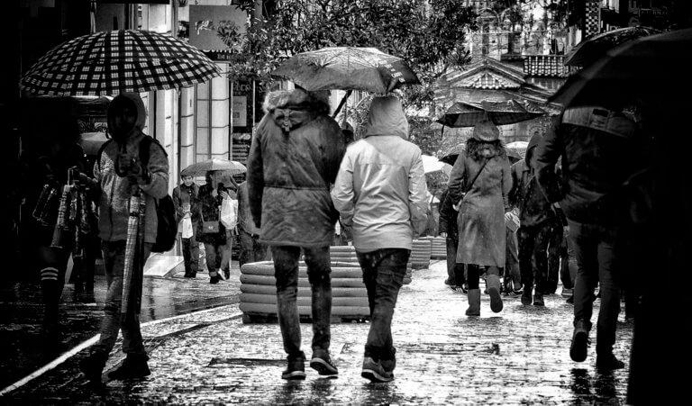 Καιρός: Και βροχές και χιόνια και… άνοδος της θερμοκρασίας