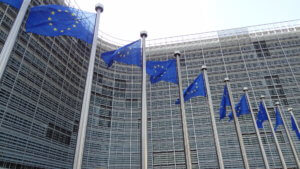 """Μεγαλύτερη ανάπτυξη στην Ελλάδα """"βλέπει"""" η Κομισιόν"""