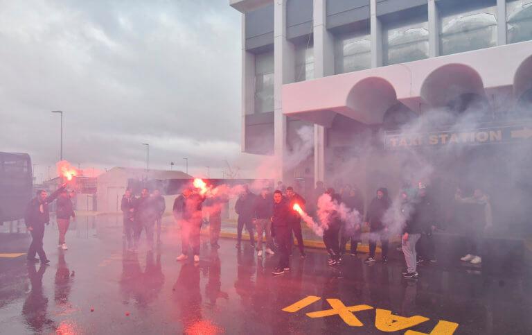 """ΠΑΟΚ – Παναθηναϊκός: Οπαδοί """"ξεπροβόδισαν"""" τους παίκτες του Πιτίνο! video"""