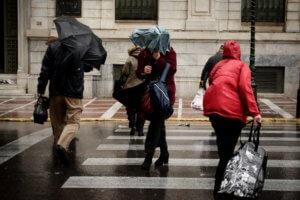 """Καιρός: Χιόνια, καταιγίδες και πτώση της θερμοκρασίας – Που θα """"χτυπήσει"""" το κύμα κακοκαιρίας"""