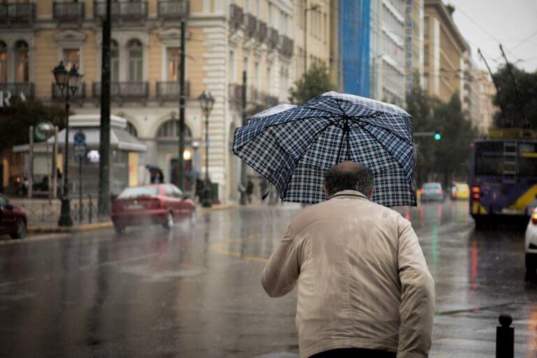 Καιρός: Ισχυρές καταιγίδες, λάσπη και χαλάζι – Οι περιοχές που θα επηρεαστούν