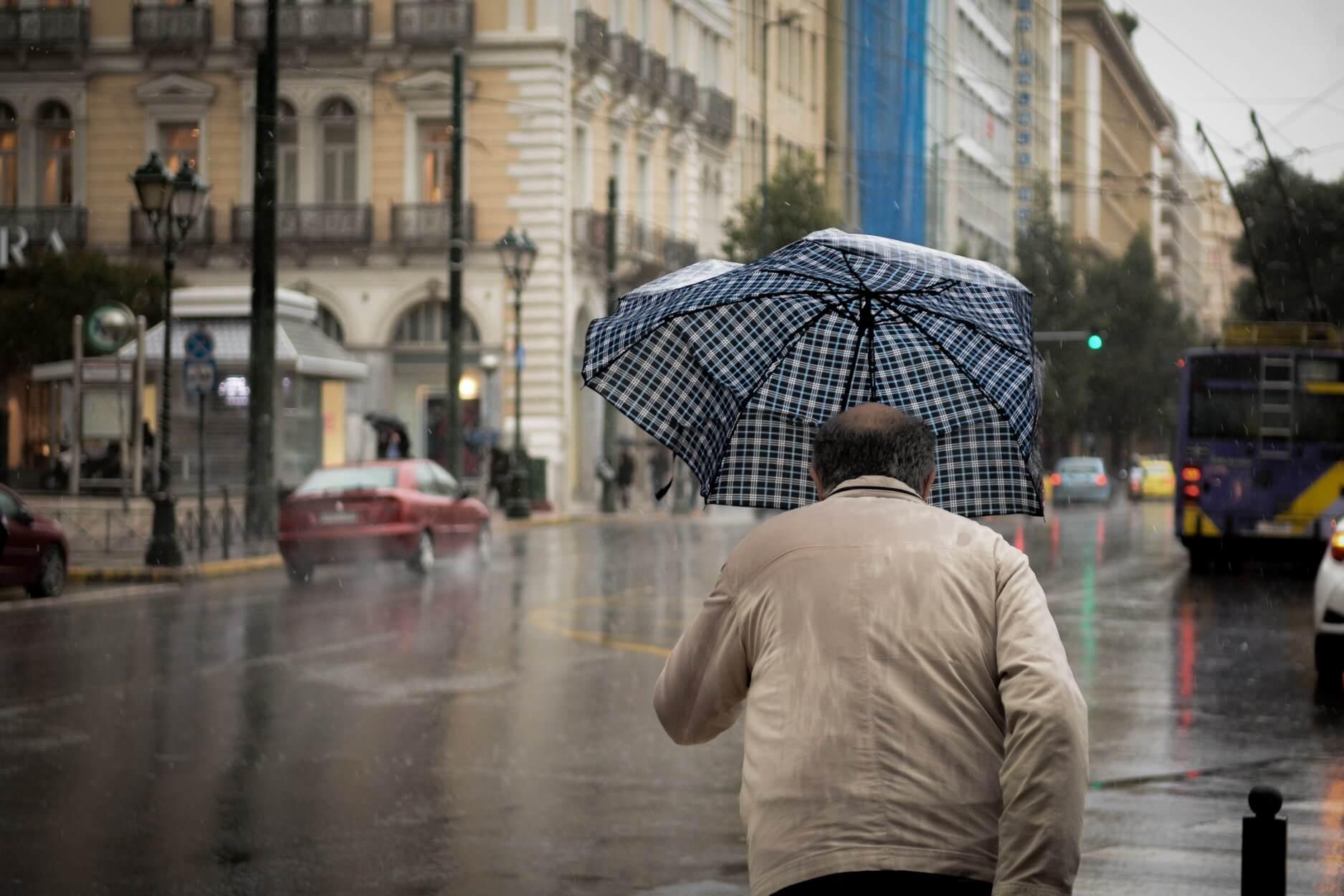 """Καιρός: """"Ανοίγουν"""" οι ουρανοί το Σάββατο – Καταιγίδες παντού και πτώση της θερμοκρασίας"""