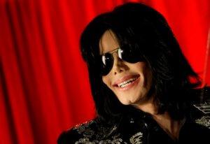 Βίντεο – ντοκουμέντο με τον Μάικλ Τζάκσον να ανακρίνεται για παιδεραστία και να… χαχανίζει