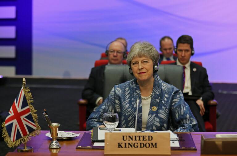Θρίλερ με το Brexit – Ξορκίζουν, αλλά συζητούν το ενδεχόμενο παράτασης