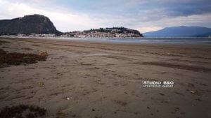Χάθηκε η θάλασσα! Εντυπωσιακή άμπωτη στο Ναύπλιο – video, pics