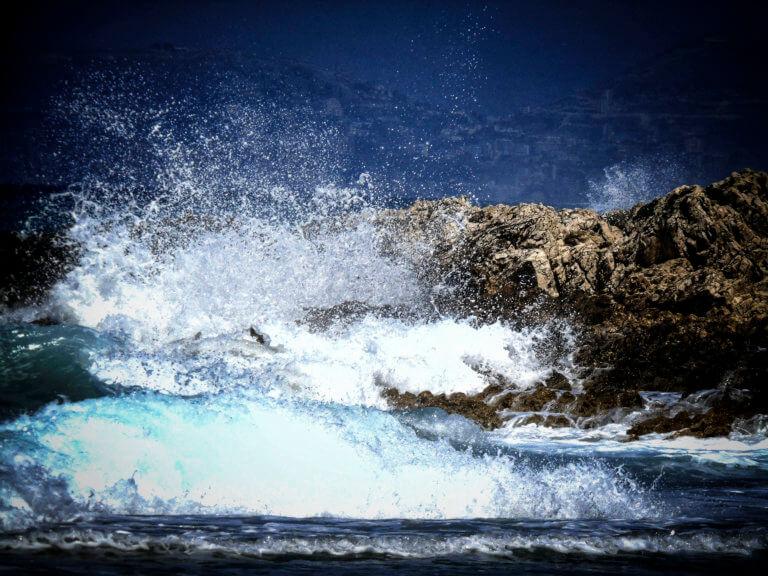 «Ωκεανίς»: Τα μποφόρ έδεσαν τα πλοία στα λιμάνια – Προβλήματα σε πτήσεις – Πού χρειάζονται αλυσίδες | Newsit.gr