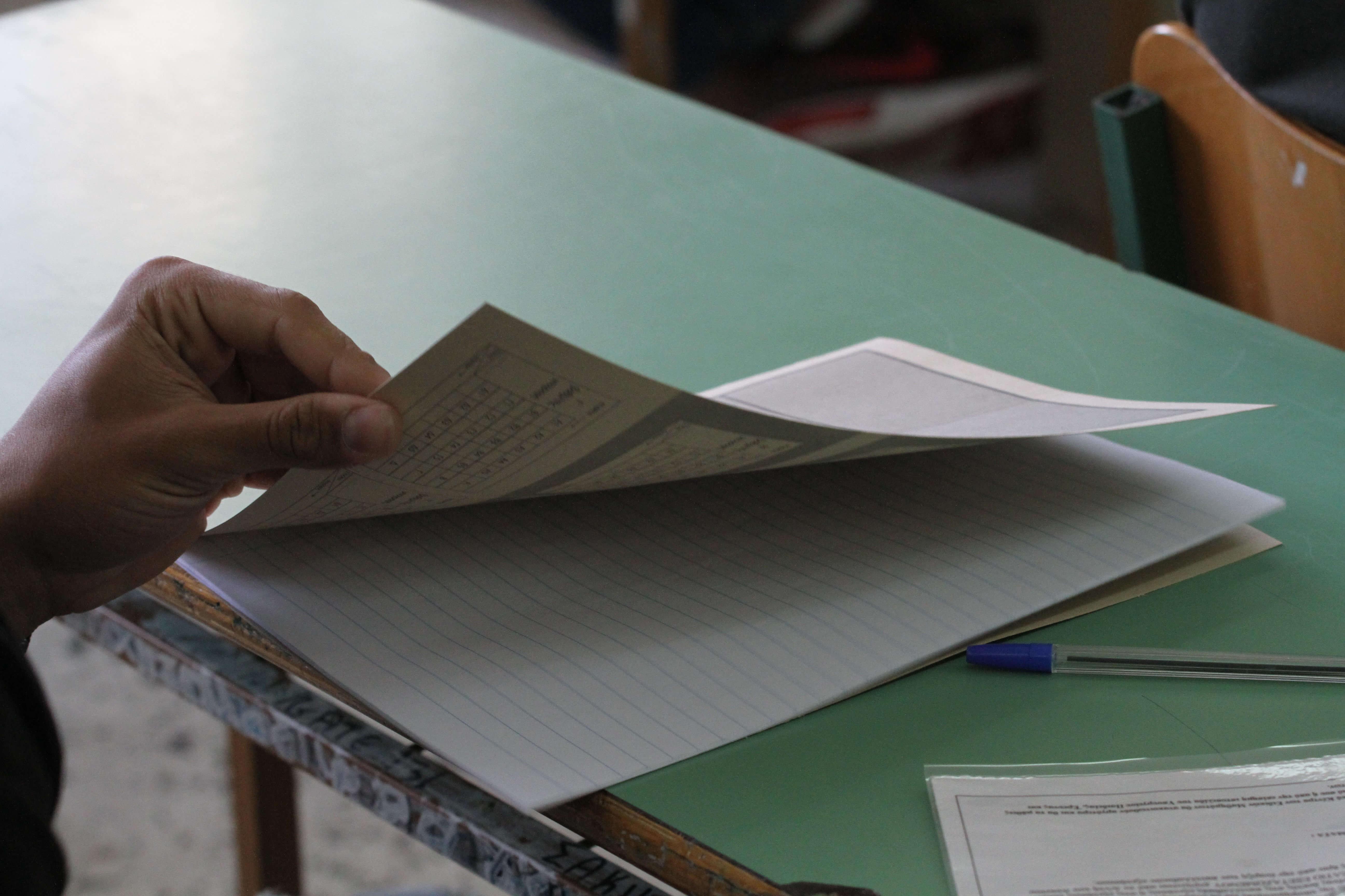 """Πανελλήνιες εξετάσεις: """"Εξαφανισμένες"""" σχολές και """"κομμένες"""" θέσεις  – Αλαλούμ και αγωνία στο κόκκινο για 95.000 μαθητές της Β' Λυκείου"""