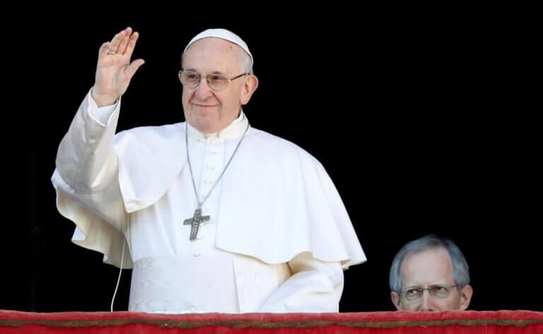 Ο Πάπας Φραγκίσκος στέλνει παγκόσμιο μήνυμα με μία καρφίτσα!   Newsit.gr