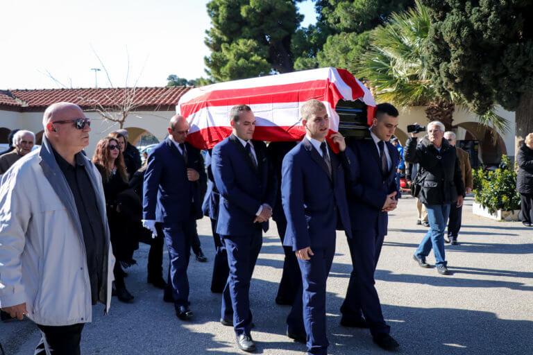 Με τη σημαία του Ολυμπιακού κηδεύτηκε ο Αντώνης Ποσειδών! pics | Newsit.gr