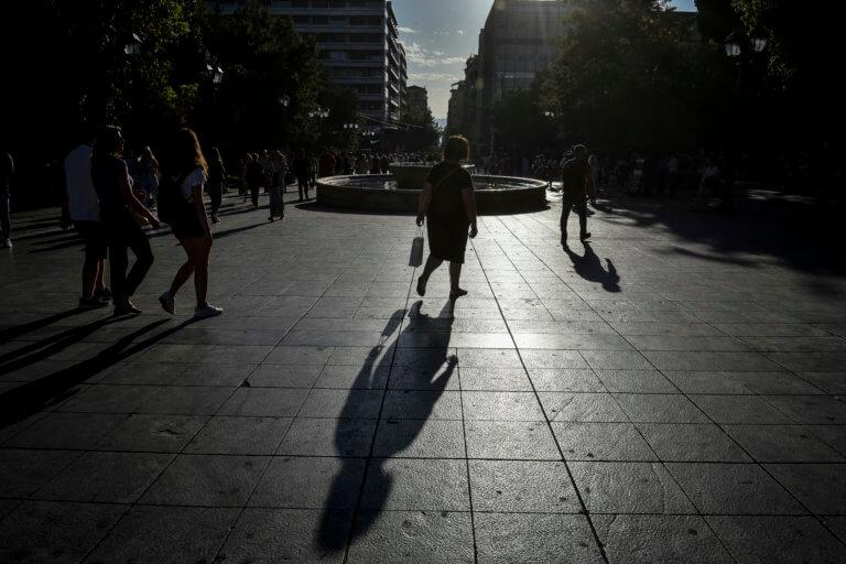 Βόμβα από τον ΣΕΒ: Ο κατώτατος μισθός μειώνεται κατά 111€ τον μήνα – Η «παγίδα» στον νόμο που επικαλείται
