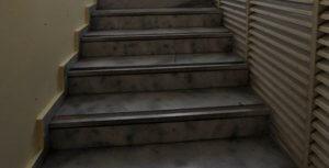 Πάτρα: Έπεσε από τις σκάλες και σκοτώθηκε