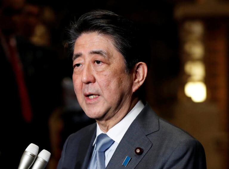 Υπέρ του Τραμπ ο πρωθυπουργός της Ιαπωνίας – Συνεχίζει το εμπάργκο στη Βόρεια Κορέα