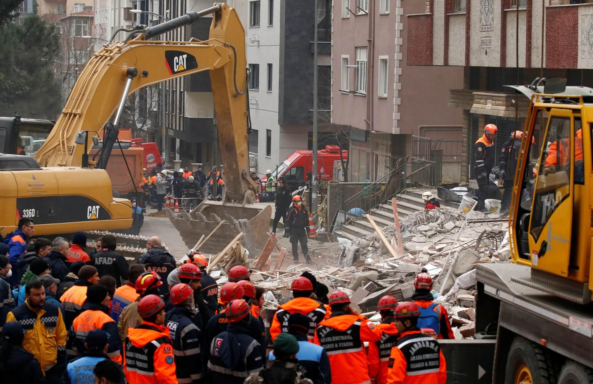Κωνσταντινούπολη – κατάρρευση: 21 οι νεκροί – Οι 9 από την ίδια οικογένεια!