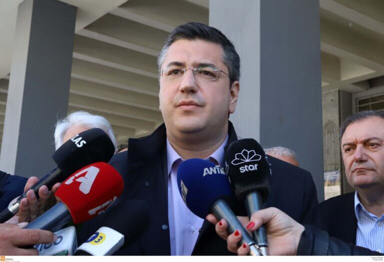 Τζιτζικώστας: Δεν θα αλλάξω τις ταμπέλες – Γιαννούλης: Άνοιξε το Τριώδιο και το παίζεις μακεδονάρχης