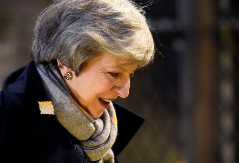 Brexit: Αλαλούμ Λονδίνου – Βρυξελλών και στη… μέση η Μέι