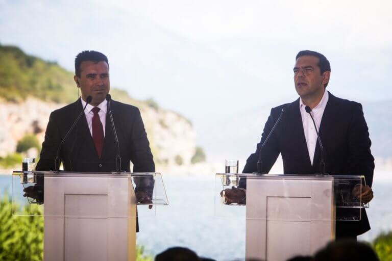 Bloomberg: Αχτίδα φωτός στον ευρωπαϊκό εθνικισμό η Συμφωνία Τσίπρα – Ζάεφ!