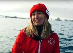 Τουρκάλα καταδύτρια βούτηξε χωρίς μπουκάλες οξυγόνου στην Ανταρκτική