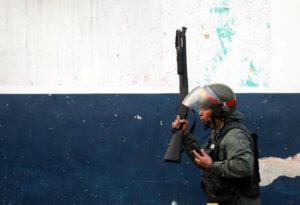 D-day για τη Βενεζουέλα: Φτάνει η ανθρωπιστική βοήθεια – Κλείνει τα σύνορα με Κολομβία ο Μαδούρο
