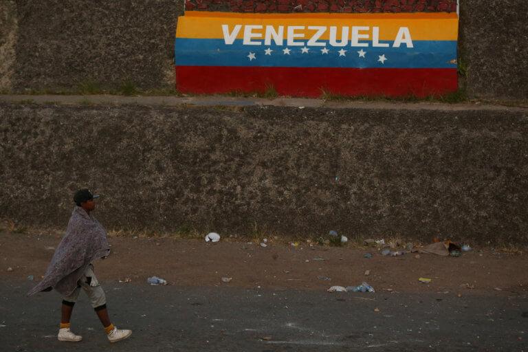 Η ΕΕ καταδικάζει τη χρήση βίας από τη Βενεζουέλα για να εμποδίσει την είσοδο ανθρωπιστικής βοήθειας