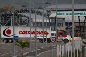 Βενεζουέλα: Στα σύνορα τα πρώτα φορτηγά με ανθρωπιστική βοήθεια των ΗΠΑ