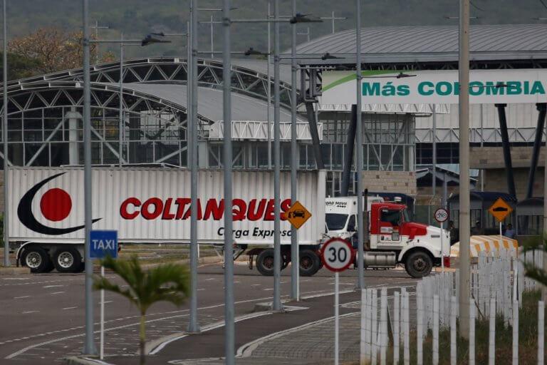 Βενεζουέλα: Στα σύνορα τα πρώτα φορτηγά με ανθρωπιστική βοήθεια των ΗΠΑ   Newsit.gr