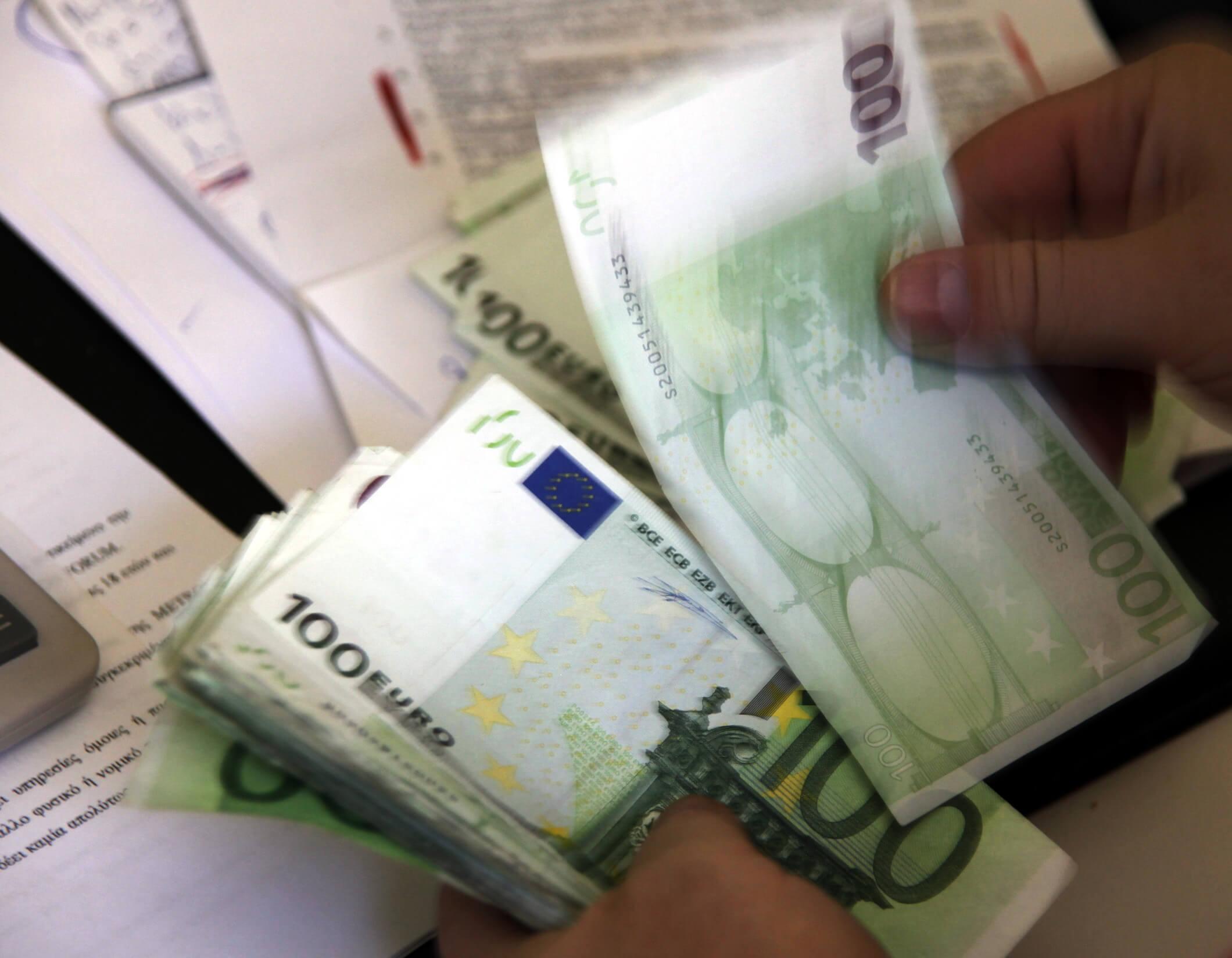Μισό ΑΕΠ χρωστούν σε Εφορία και Ταμεία πάνω από τους μισούς Έλληνες φορολογούμενους