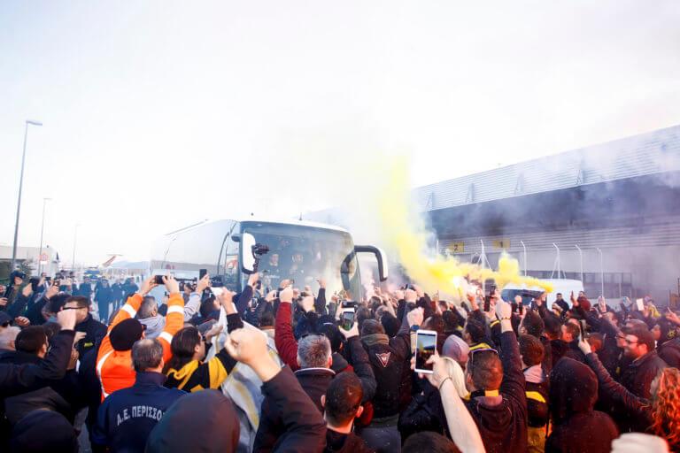 "AEK: Υποδοχή πρωταθλητών! ""Τρέλα"" για τους παίκτες της Ένωσης στο αεροδρόμιο – video"