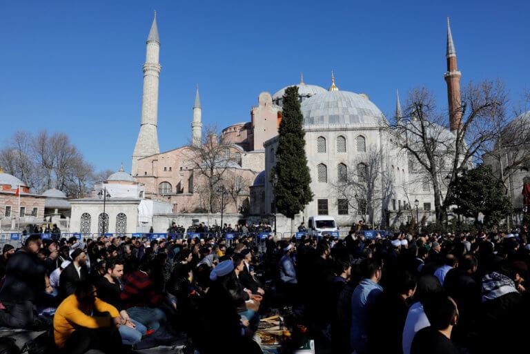 """Τουρκική πρόκληση στην Αγιά Σοφιά! """"Σπάστε τις αλυσίδες και κάντε την τζαμί"""" – video"""
