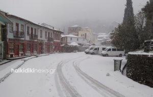 Καιρός: Αποκλεισμένο στα χιόνια το Άγιο Όρος – Το λευκό κυριαρχεί στις πανέμορφες εικόνες [pics]