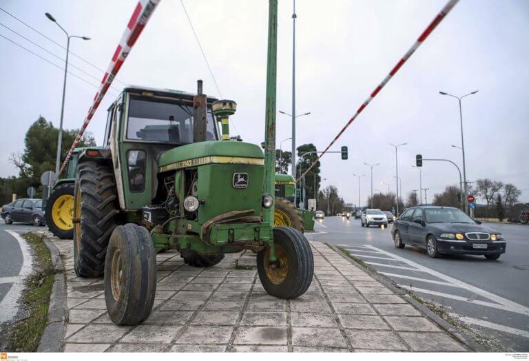 """Μακεδονία: Παραμένουν στα μπλόκα αγρότες και κτηνοτρόφοι – """"Ανούσια η συνάντηση με την κυβέρνηση""""!"""