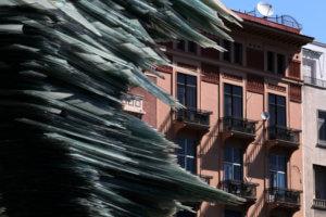 Telegraph: Χρυσή βίζα και Airbnb φέρνουν «μαζικές εξώσεις» στην Αθήνα