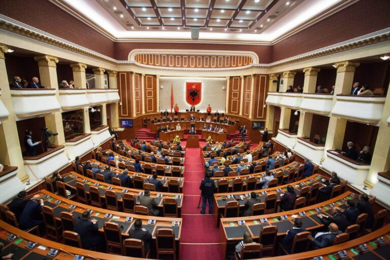 Η Αλβανία επικύρωσε το πρωτόκολλο ένταξης της Βόρειας Μακεδονίας στο ΝΑΤΟ   Newsit.gr