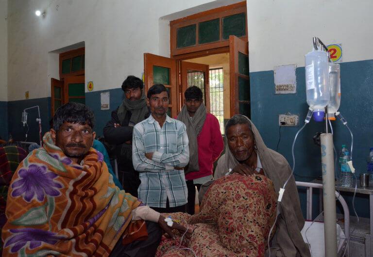 Απίστευτο! 69 άνθρωποι πέθαναν αφού κατανάλωσαν νοθευμένο αλκοόλ στην Ινδία! | Newsit.gr