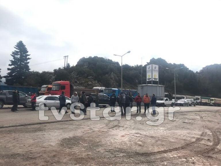 Άμφισσα: Ένταση σε διαμαρτυρία οδηγών φορτηγών – video, pics   Newsit.gr