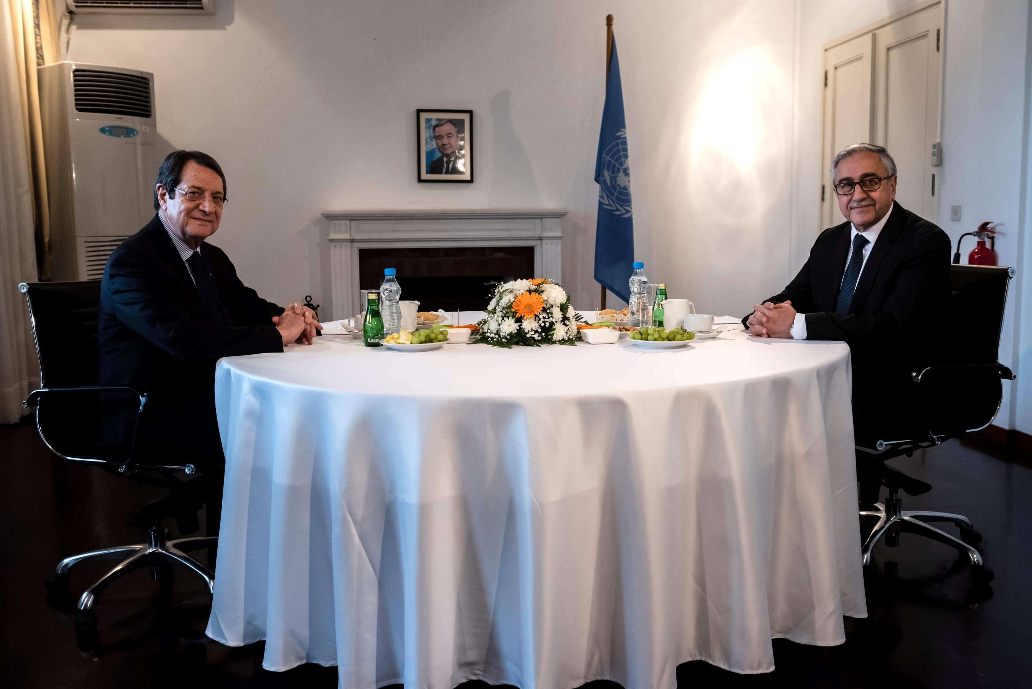 Κύπρος: Θετικό κλίμα αλλά χωρίς συμφωνία στη συνάντηση Αναστασιάδη – Ακιντζί