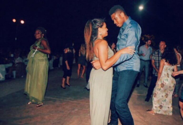 «Ερωτικός» Αντετοκούνμπο! «Όρμηξε» στην κοπέλα του για τον Άγιο Βαλεντίνο – video | Newsit.gr