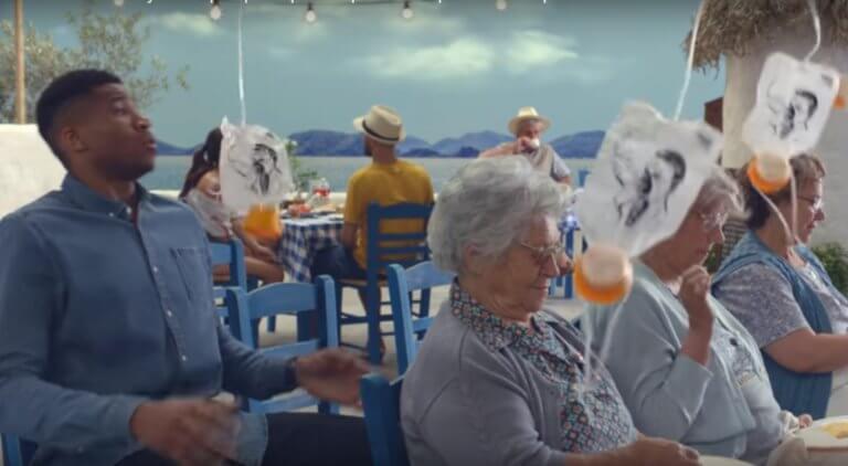 """""""Επική"""" διαφήμιση Αντετοκούνμπο! Έγινε… αεροσυνοδός με φόντο Ελλάδα – video"""