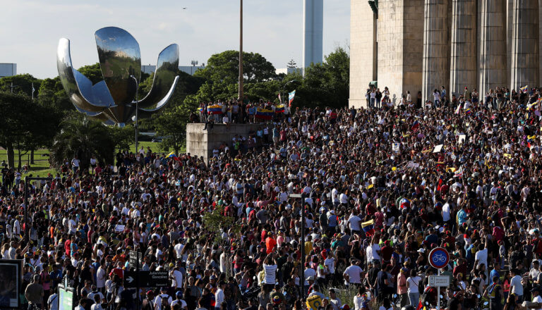 Αργεντινή: Χιλιάδες διαδηλωτές στο Μπουένος Άιρες κατά της λιτότητας | Newsit.gr