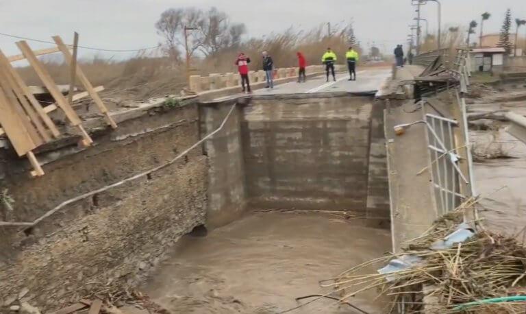 Κρήτη: Ο στρατός ρίχνει γέφυρες στους εγκλωβισμένους – Δραματικές έρευνες για τον αγνοούμενο κτηνοτρόφο!   Newsit.gr