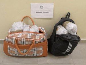 Θεσπρωτία: Ο οδηγός της μηχανής πιάστηκε με αυτές τις τσάντες – Στο φως τα ένοχα μυστικά του [pics]